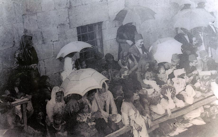 Kozan, 1904. Kutsal Yağ ayininden bir kesit
