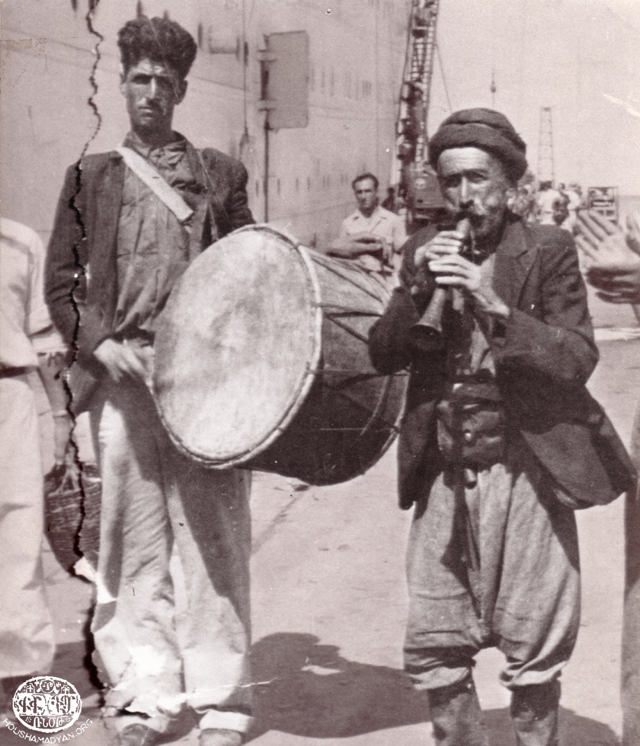 Mousa Ler musicians playing davoul-zourna