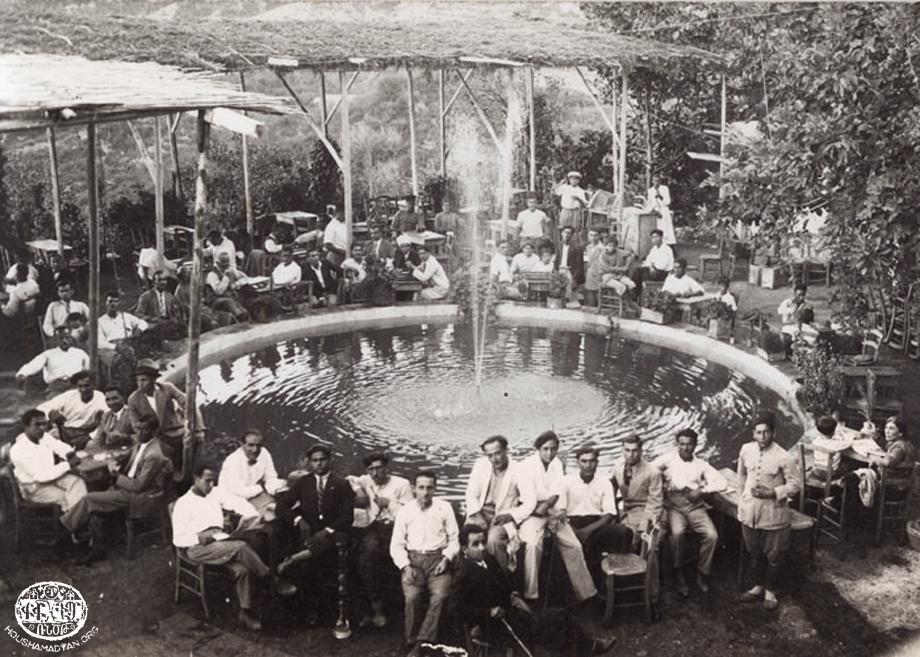 Հեթում Ֆիլիանի սրճարանը Պիթիաս գիւղին մէջ (Մուսա Լեռ), 1930-ականներուն
