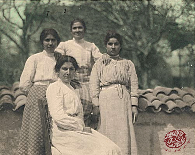 Marash. Left to right: Ovsanna Geondjian, Mariam Samelian (seated), Tshkhun Shevelgezian, Khatun Misisian (Source: Mihran Minassian collection)