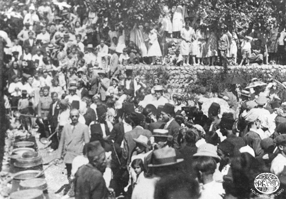 Սուրբ Աստուածածինի տօնակատարութիւնը Պիթիասի (Մուսա Լեռ) նոյնանուն եկեղեղեցւոյ փակին մէջ