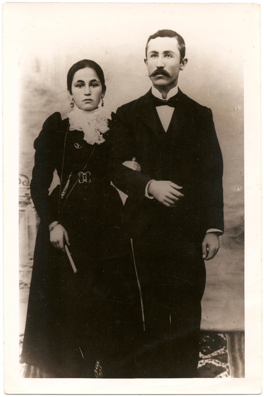 Avedis Kasardjian (born 1871) and his wife Giulenya