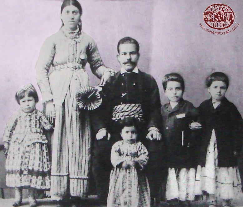 Հիւսէնիկէն հայ ընտանիք մը (Աղբիւր՝ Անդրանիկ Միքայէլեանի հաւաքածոյ)