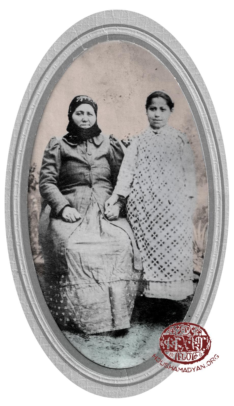 Şeyh Hacı, 1910 civarı: Anna Bacı (Avedis'in babaannesi) ve yeğeni Hayganuş