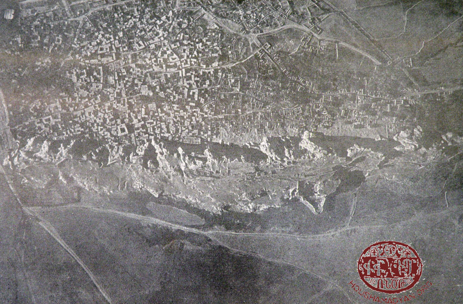The city of Van viewed from a plane (beginning of WWI)