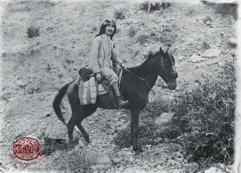 Հաճընցի ձիաւոր մը՝ Կարապետ Տէվէճեան