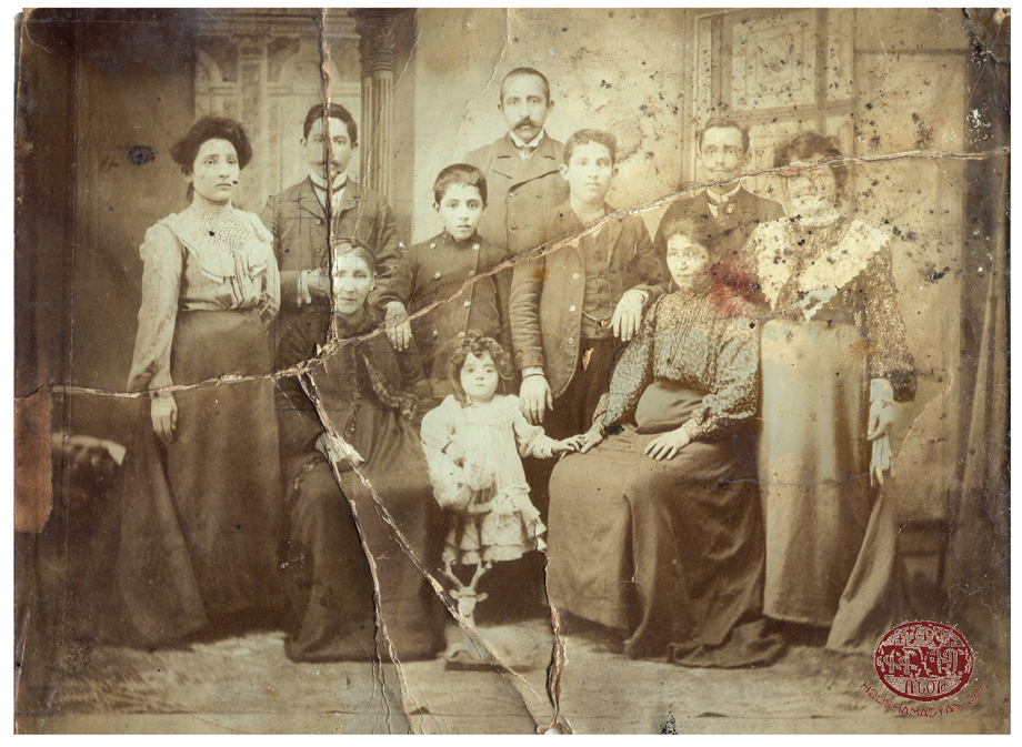 Ankara. The Attarian family, 1908