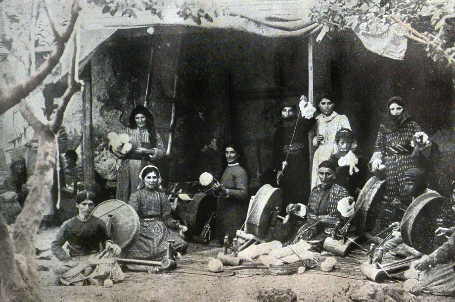 Sivas/Sepasdia: Armenian women spinning wool