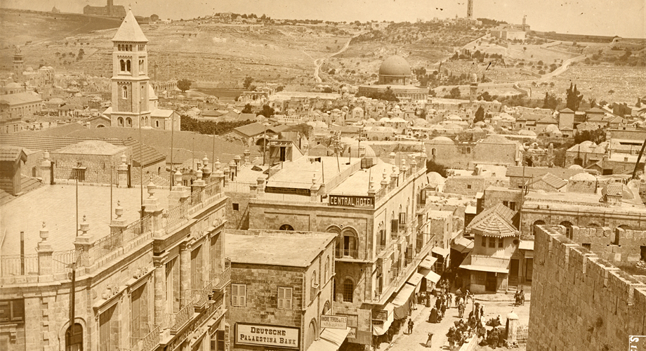 A scene from the city of Jerusalem (Photograph by Victor Forbin, Service Historique de la Défense, Vincennes)