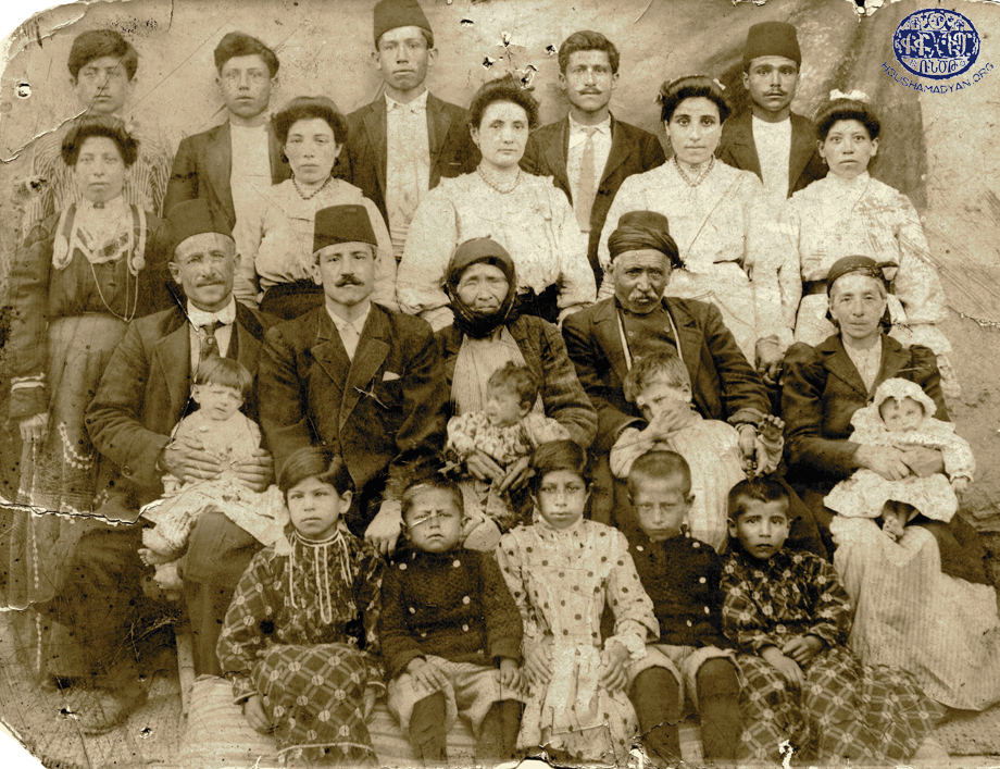 Harput'un bir köyünden (köyün adı bilinmiyor) Der Mardirosyan ailesi
