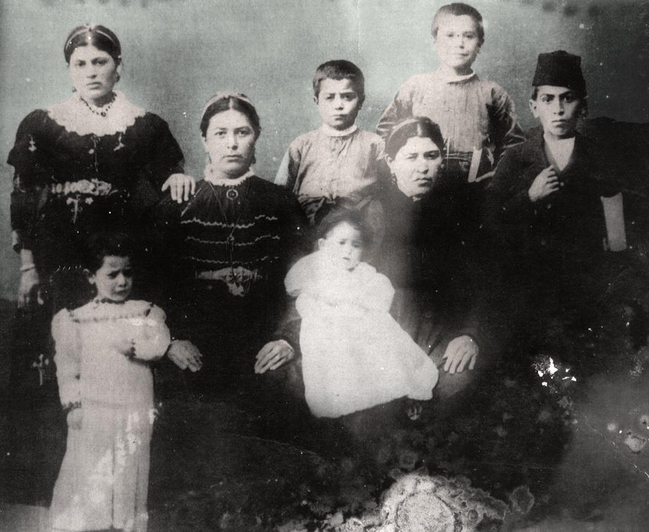 Գուլոյեան ընտանիքը՝ Բալուի Խոշմաթ/Չաքուրքաշ գիւղէն (Ազարիկ Գուլոյեանի հաւաքածոյ)