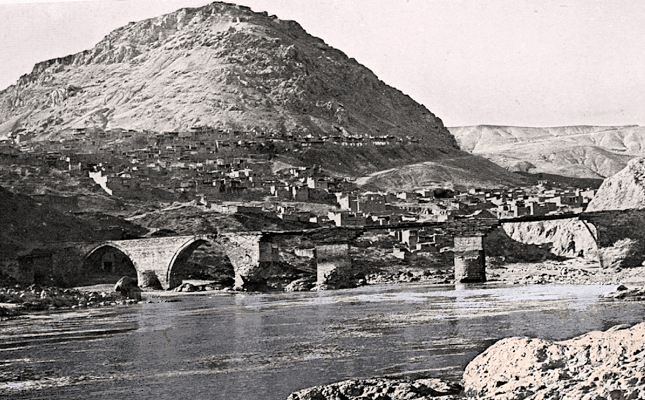 Palu (town) and the bridge built over the Murad river (E. Percy, Highlands of Asiatic Turkey, London, 1901)