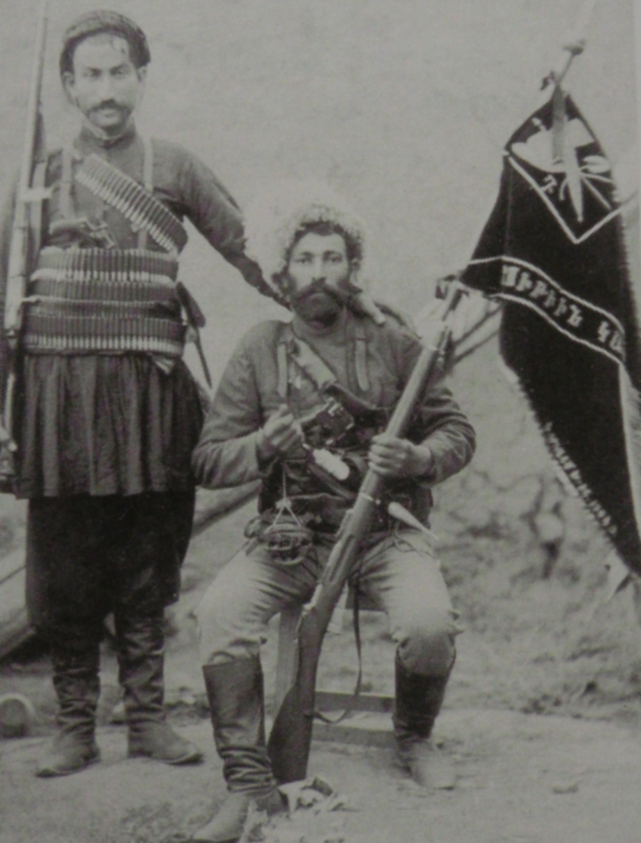 Kail Vahan (from Havav village). Standing, Valat Seto (Mandjikian, op. cit.)