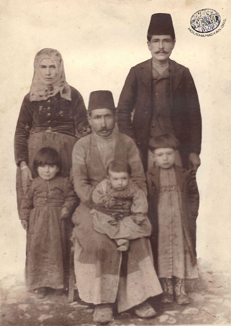 The Der-Manuelian family from Ichme/Içme village, plain of Harput, ca 1907.