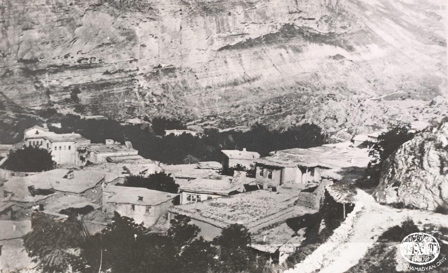 Chmshgadzak: Bash Poughar or Charshuh Mayleh neighborhood