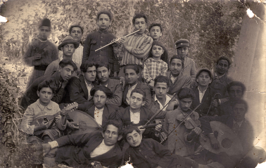 Aleppo, 1924. A group of youths, made up from exiles mainly from Ayntab, with various musical instruments (S. Der-Meguerditchian collection)