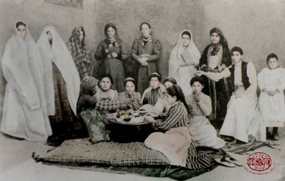 Hussenig (Kharpert/Harput plain): Armenian women photographed on the roof of their home, in the summer