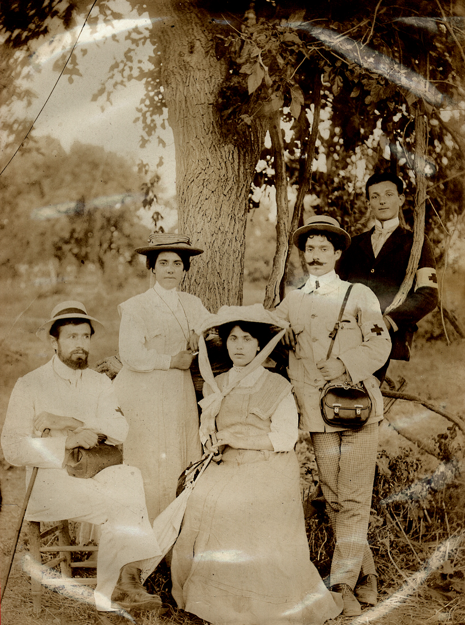 1909-ի Ատանայի ջարդերէն ետք Պոլիսէն աղետեալ վայրերը այցելած նպաստից պատուիրակութեան անդամներ