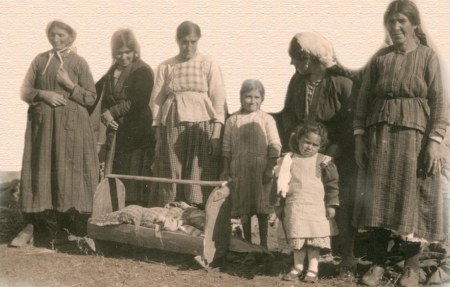 Հայ գաղթականներ Պէյրութի քեմփին մէջ, ca 1925