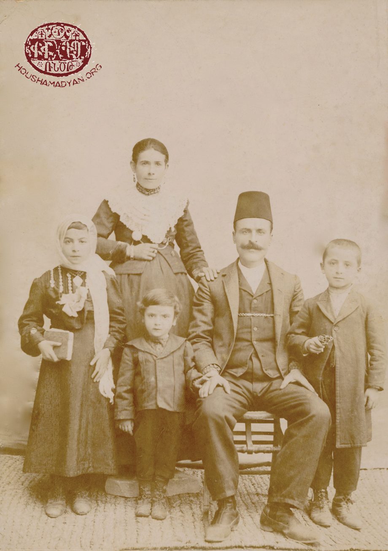 Տիտիզեան ընտանիքը՝ Կիւրիւնէն, մօտաւորապէս 1910