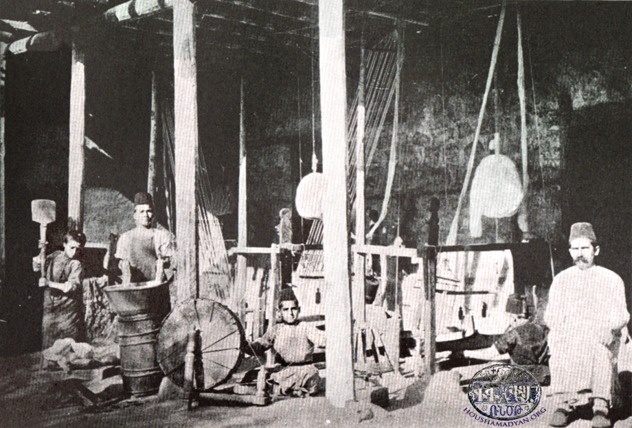A weaving workshop in Marash (Source: K. Kalusdian, op. cit.)