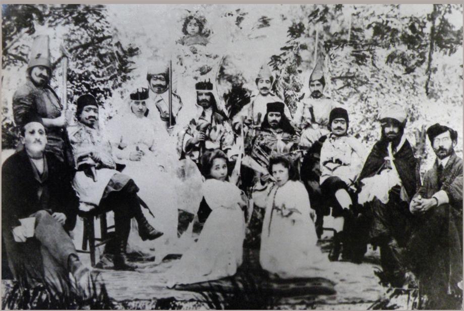 Հիւսէնիկ, 1911։ Գիւղին աղջիկներուն կողմէ թատերական ներկայացում