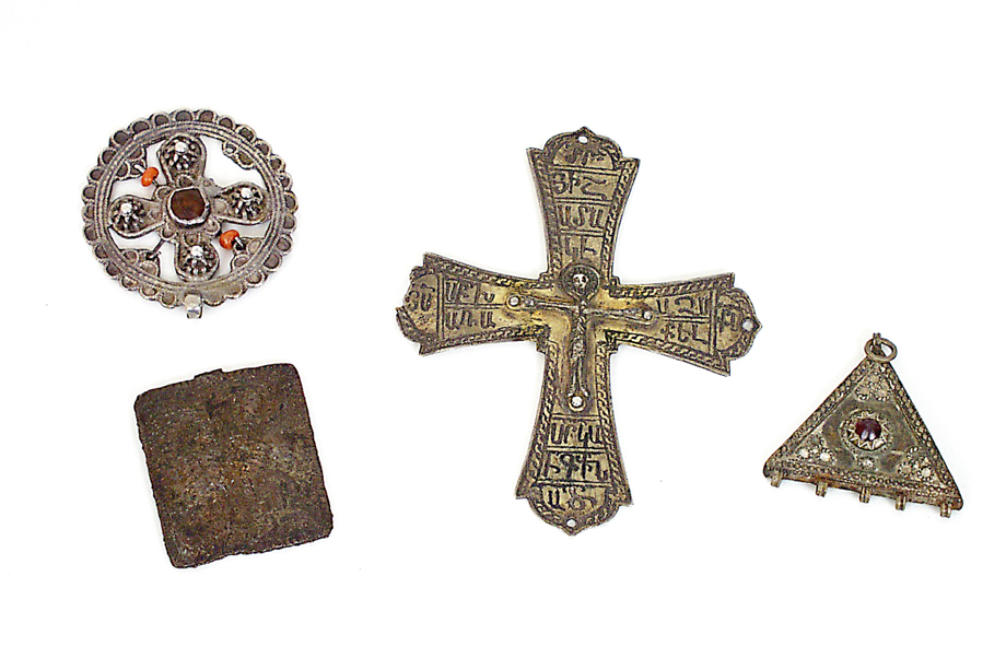 Geçmişte Açabahyan ailesine ait olan bir kilise eşyaları, Sis.