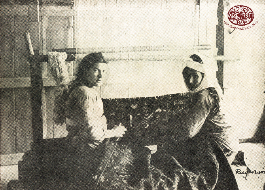 Հաճընցի կիներ գորգագործութեան պահուն