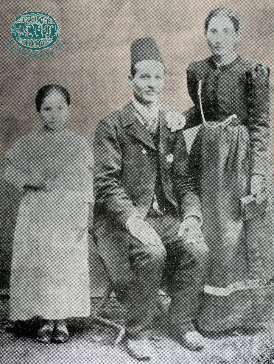 Բերիի ուսուցիչներէն Աբրահամ եւ Զարուհի Էօքսիւզեան ամոլը եւ իրենց դուստրը՝ Տիգրանուհի