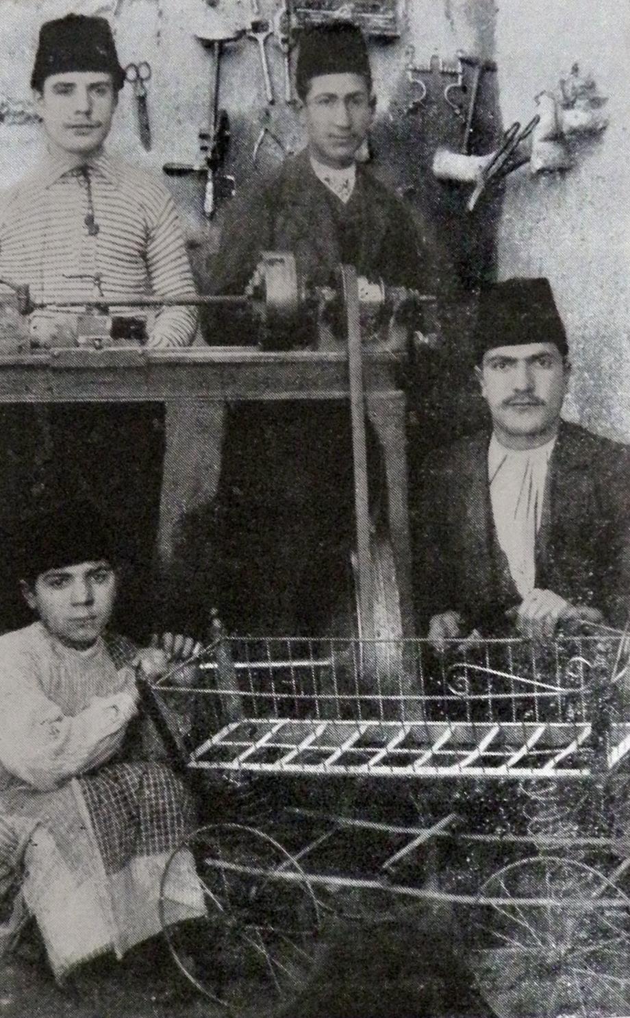 Harput ovasındaki Ermeni demirciler (Kaynak: Vahe Hayg, a.g.e.)